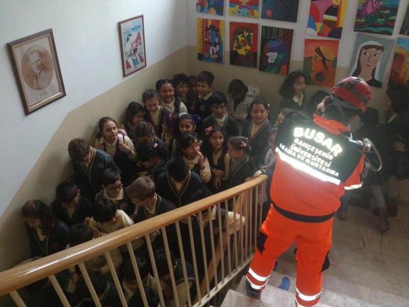 http://content.bahcesehir.edu.tr/BUSAR İlköğretim Okullarında Tahliye Tatbikatı Yapıyor