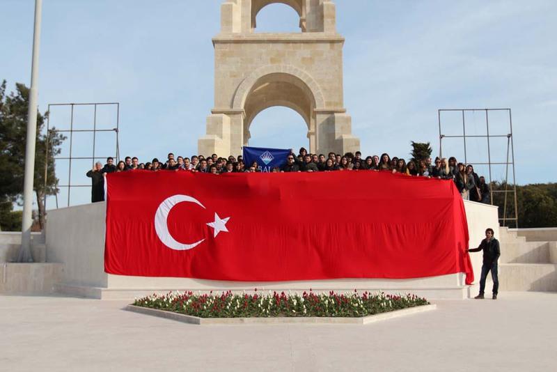 BAU'lu Öğrenciler Çanakkale'de Şehitlerimizi Ziyaret Etti