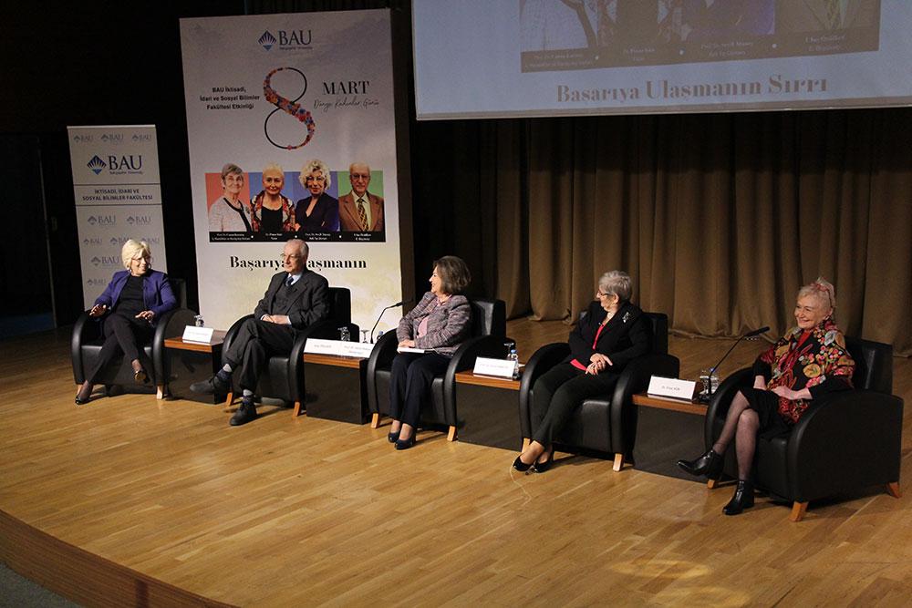 """İktisadi, İdari ve Sosyal Bilimler Fakültesi tarafından 8 Mart Dünya Kadınlar Günü kapsamında """"Başarıya Ulaşmanın Sırrı"""" konulu bir konferans gerçekleştirildi."""